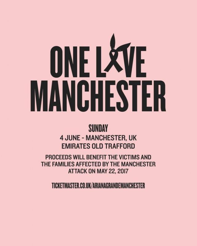 One Love Manchester Robbie Williams piange e canta Angels