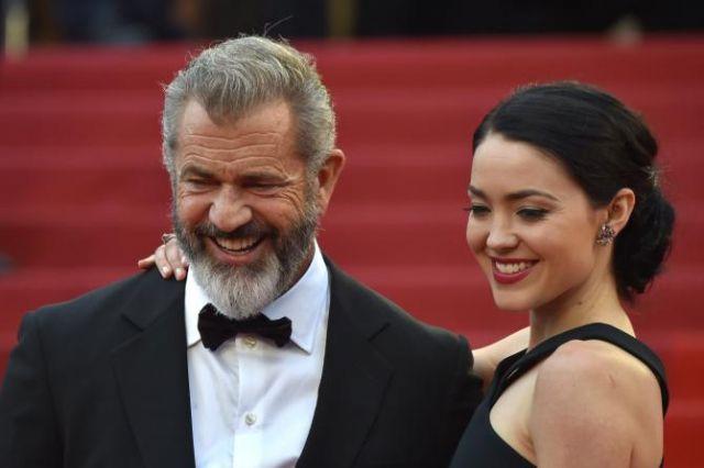 Rosalind Ross è incinta, Mel Gibson sarà padre a 60 anni