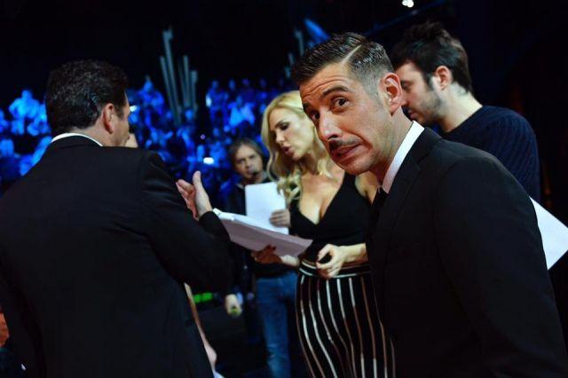 Francesco Gabbani vola in classifica: Occidentali's Karma è disco d'oro